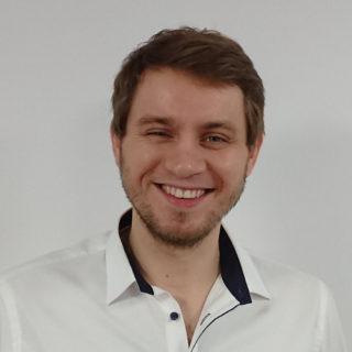 https://www.dinanalyse.de/wp-content/uploads/sites/3/2018/12/adam_rohde_quadrat-320x320.jpg